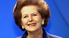 Die Tochter eines Kolonialwarenhändlers und einer Schneiderin war Verfechterin einer restriktiven Wirtschaftspolitik (Thatcherismus), die Inflationsbekämpfung und Deregulierung vorsah. Thatchers Ziel war die Bekämpfung der exzessiven Erhöhung der Staatsausgaben.