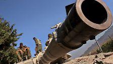 Schwere Panzer rollen durch die Straßen, ...