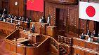 Das moderne Japan beruft sich mit seiner Verfassung auf eine parlamentarische Demokratie, ...