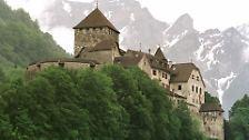 Das Fürstentum Liechtenstein ist einer der kleinsten und reichsten Staaten der Erde. Steuervergünstigungen und Bankgeheimnis haben zahlreiche ausländische Investoren und Anleger in den nur 160 Quadratkilometer großen Zwergstaat gebracht.