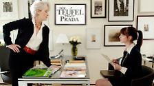 """In """"Der Teufel trägt Prada"""" spielt sie die mehr als zickige Chefin eines New Yorker Modemagazins - eine Despotin, die ihren Empfangsdamen allmorgendlich Handtasche und Pelzmantel auf den Tresen donnert und die ganze Haute-Couture-Kollektionen scheitern lässt, wenn sie nur kurz die Lippen schürzt."""