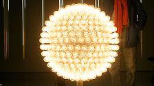 Viel Geld können Sie an trüben Tagen auch durch die richtige Beleuchtung sparen. Beleuchtung macht durchschnittlich rund acht Prozent der Stromkosten eines Haushalts aus.