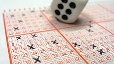 Das ist bekannt: Sechs Kreuzchen werden gesetzt, 49 Ziffern stehen zur Auswahl, 35 Millionen sind im Jackpot. So weit, so gut. Aber welches sind denn nun die richtigen Zahlen?
