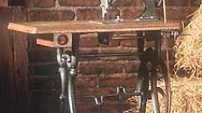 Nähmaschinen waren damals kleine Kunstwerke. Im Bild die Opel Nummer eins aus dem Jahr 1862.