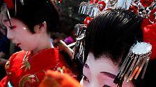 Oiran und Tayuu waren Edel-Kurtisanen im früheren Japan, in der Edo-Zeit.