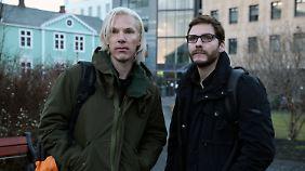 Benedict Cumberbatch als Julian Assange und Daniel Brühl als Daniel Domscheidt-Berg in der WikiLeaks-Verfilmung.