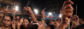 Nach Grupenvergewaltigung in Indien: Rechte Partei verteilt Messer