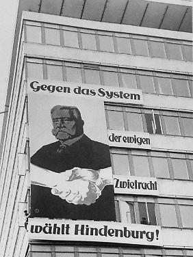 Wahlplakat der Reichspräsidentenwahl 1932. Hindenburg stand nicht nur gegen das System der Zwietracht, sondern auch gegen das System von Weimar.