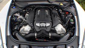 V8-Zylinder-Motor mit 4806 ccm Hubraum werkelt im Porsche Panamera.