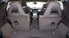 Im Panamera erweitert sich das Kofferraumvolumen bei umgelegter Rückbank auf 1250 Liter.