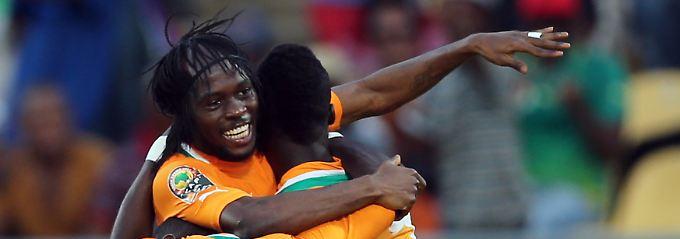 Gervinho erzielt ein Tor für die Elfenbeinküste gegen Tunesien.