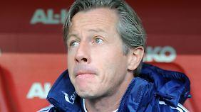 Jens Keller, Schalke-Coach unter Beobachtung.