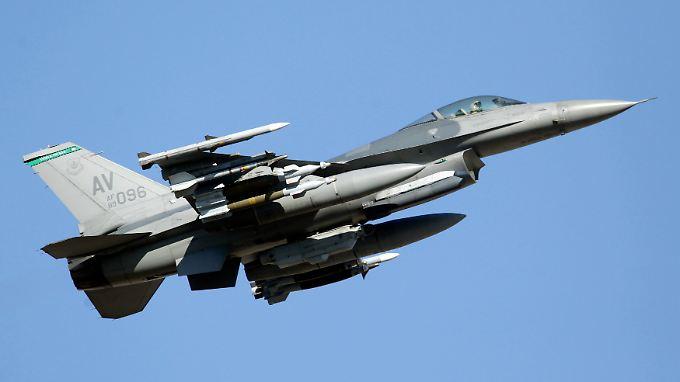 Entworfen von General Dynamics, mittlerweile im Programm bei Lockheed Martin: Fällt bei einer F-16 das Triebwerk aus, bleibt dem Piloten nur der Schleudersitz.
