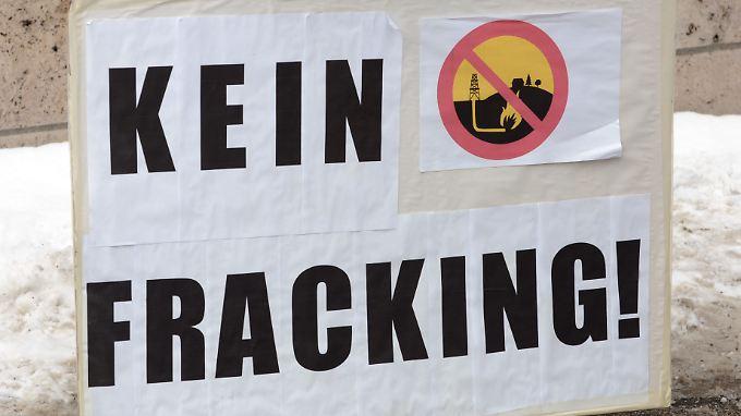 Umweltschützer sehen durch das Fracking Gefahren für das Grundwasser.