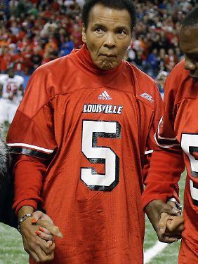 Gezeichnet von seiner Krankheit: Ali Anfang Januar 2013 beim Sugar Bowl, dem College-Footbal-Finale.