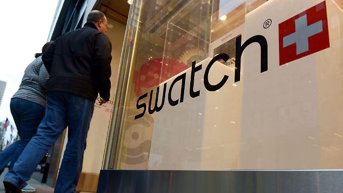 Der Schweizer Uhrenhersteller Swatch hat im vergangenen Jahr deutlich mehr verdient.