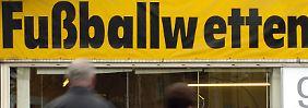 380 Fußballspiele, hunderte Beteiligte: Europol deckt Riesen-Wettskandal auf