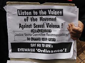 "Protestplakat der ""All India Progressive Women's Association"" (AIPWA)."