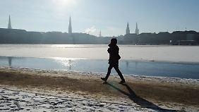 Lange Spaziergänge können die positiven Effekte des Fastens unterstützen.