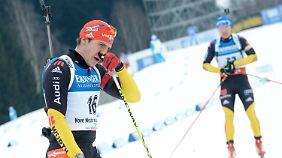 Frust pur: Arnd Peiffer und Andreas Birnbacher kommen abgeschlagen ins Ziel.