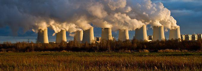 Strom für die Verbraucher in Deutschland: Bei Jänschwalde im Südosten Berlins betreibt Vattenfall ein riesiges Braunkohlekraftwerk.