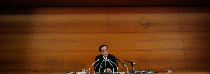 Steht für den Kurs der Bank of Japan: Masaaki Shirakawa nimmt seinen Hut.