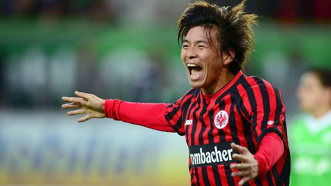 Takashi Inui von Eintracht Frankfurt jubelt über einen Treffer: In sei