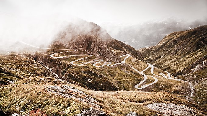 Tremola-St. Gotthard: Kehren und Panorama satt