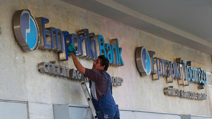 """""""Der Rückzug aus Griechenland war teuer, aber er war notwendig"""", sagt Vorstandschef Chiffet."""