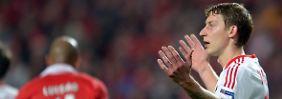 Das gibt's doch nicht: Leverkusens Stürmer Stefan Kießling nach einem Tor, das der Schiedsrichter nicht anerkennen wollte.