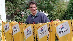 Miguel Indurain mit seinen frischgewaschenen Tour-Trophäen. Die Frage lautet: Hat er sie alle sauber gewonnen?