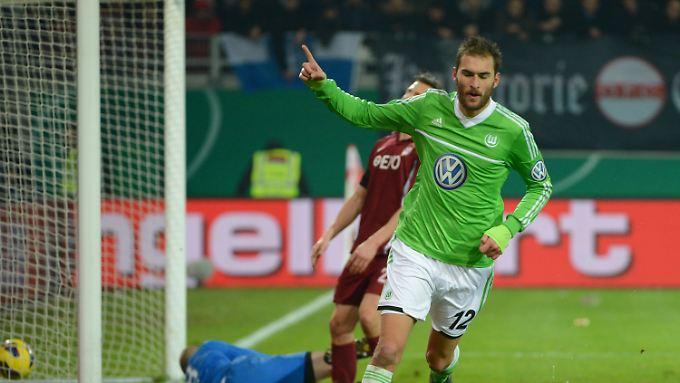 Bas Dost erzielte das 2:0 für Wolfsburg. Danach kam Offenbach noch einmal heran, aber nicht mehr zurück.