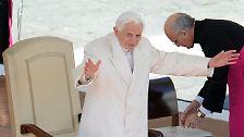 Er dankt allen Christen und schließt die ganze Welt in sein Gebet ein.