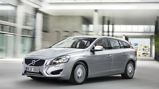 Als erstes Fahrzeug mit Selbstzünder, Elektromotor und Plug-in-Ladetechnik will der neue V60 Plug-in-Hybrid die Vorteile ...