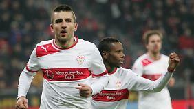 Vedad Ibisevic ließ den VfB mit seinem Elfertor lange von Punkten in Leverkusen träumen.