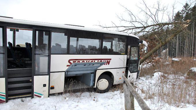 Insgesamt waren 50 Jugendliche in dem verunglückten Bus.