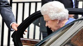 Wegen Magen-Darm-Entzündung in Klinik: Briten sorgen sich um Queen