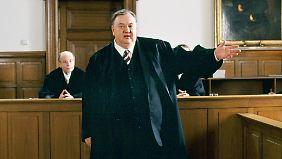 """Pfaff im Jahr 2008 als Anwalt Gregor Ehrenberg in einer Szene der ARD-Staffel """"Der Dicke""""."""