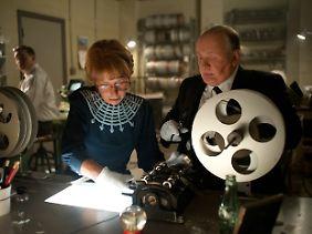Alma (Helen Mirren) ist nicht nur Ehefrau, sondern auch unverzichtbare berufliche Hilfe ihres Mannes.