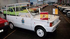 Der Seat Panda wurde 1982 extra für den Papstbesuch zum Papamobil umgebaut.