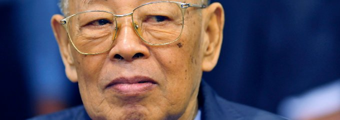 Am 16. Dezember 2009 wurde Sary offiziell wegen Völkermord durch das Rote-Khmer-Tribunal angeklagt.