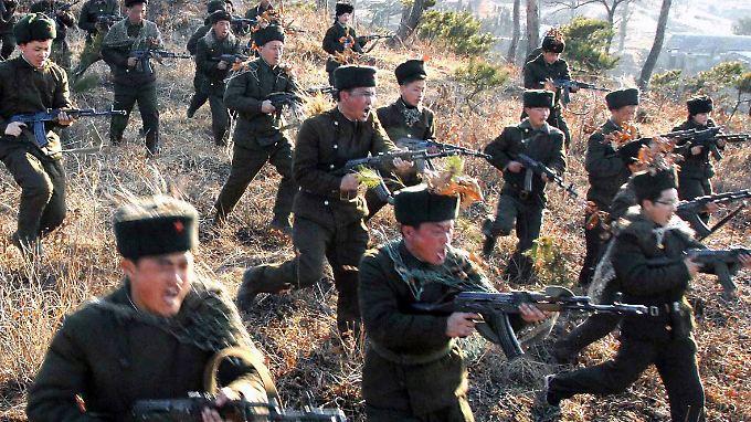 Nordkoreanische Soldaten trainieren den Ernstfall.