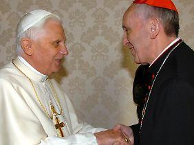 Der neue und der alte Papst: Benedikt XVI. und Franziskus bei einem Treffen im Jahr 2007.
