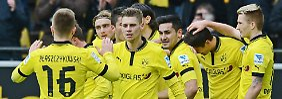 Starker Auftritt: Dortmunds Spieler feiern gegen den SC Freiburg.