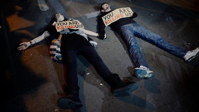 Proteste auf Zypern gegen die Zwangsabgabe auf Bankguthaben.