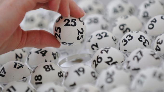 Bei der Ziehung der Lottozahlen hat es eine Panne gegeben.