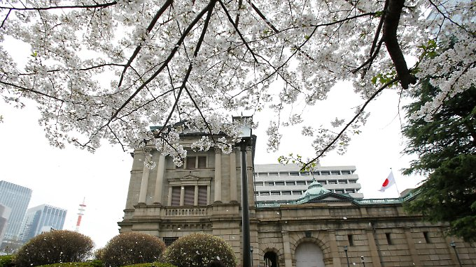 Japans Notenbank will mit lockerer Geldpolitik die Wirtschaft ankurbeln.
