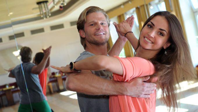 """Der ehemalige """"Bachelor"""" Paul Janke und seine Tanzpartnerin Ekaterina Leonova. Zusammen starten sie bei der sechsten Staffel der RTL-Tanzshow """"Let's Dance""""."""