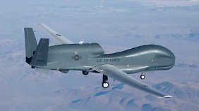 """Die Drohne """"Global Hawk"""" hat hochauflösende Kameras und Wärmebildkameras an Bord."""