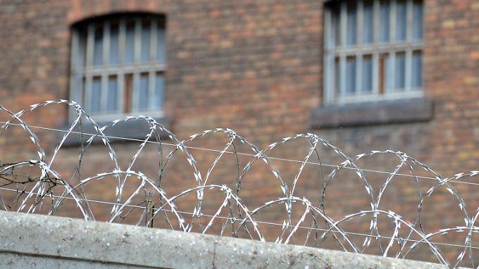 Mit Geheimdienstmethoden nahmen Rechtsradikale Kontakt zu inhaftierten Neonazis auf.